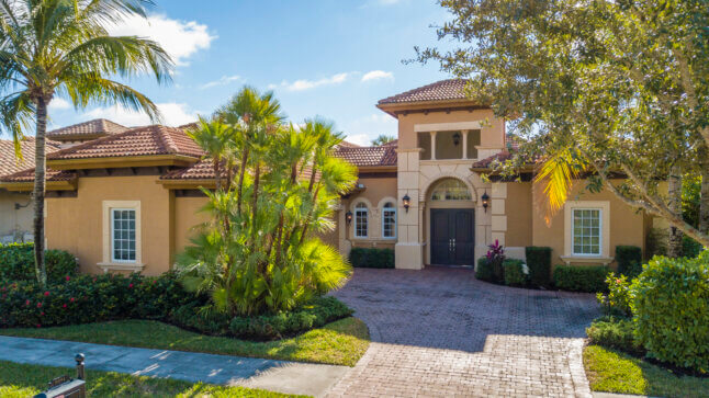 Upscaled Luxury home in Naples Lely Resort. Recently updated